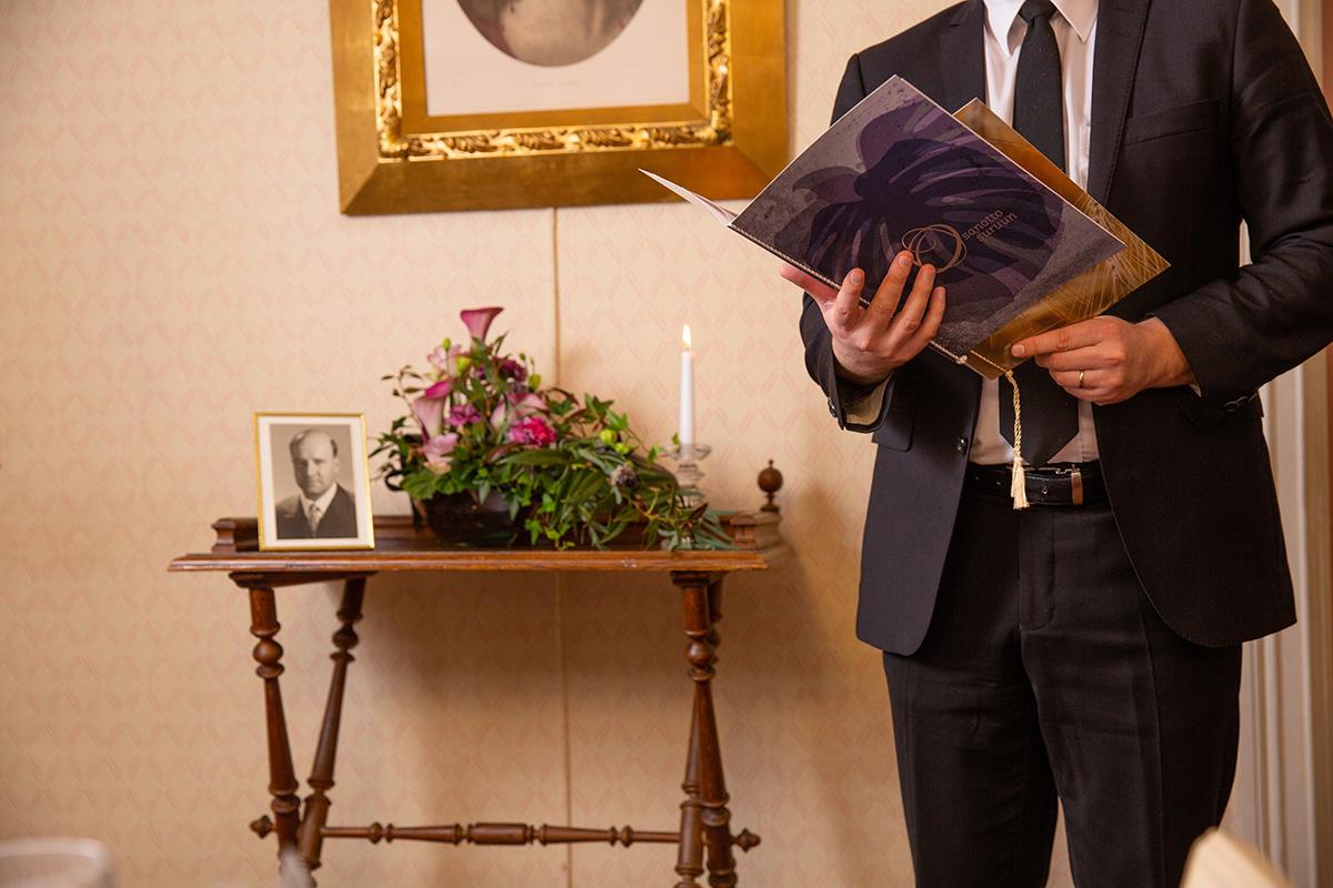 Adressit ovat osa hautajaisia.