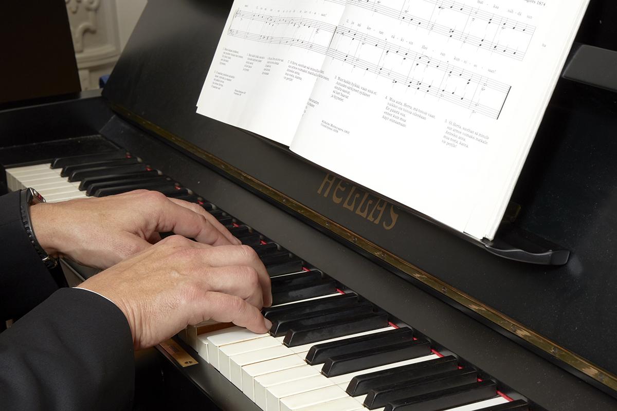 Musiikki kuuluu myös hautajaisiin.